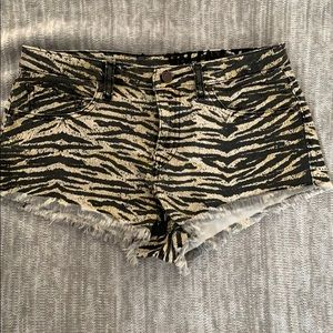 Volcom short animals prints jean size 7